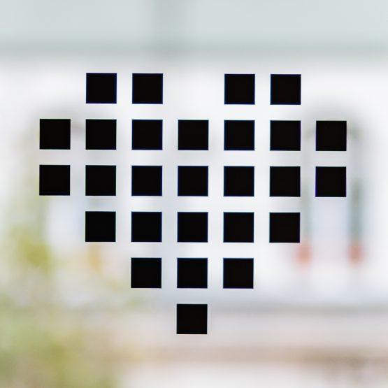 Der Folienplott Aufkleber für die Heckscheibe von deinem Auto im JOYclub Herz Design schwarz